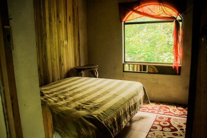 Casa Alquimia B&B: Full Sized Bed - Private Bath - Monteverde - Flat