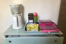 Café, thé et sucre à votre disposition