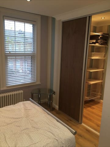 Double room with private ensuite in Wood Green