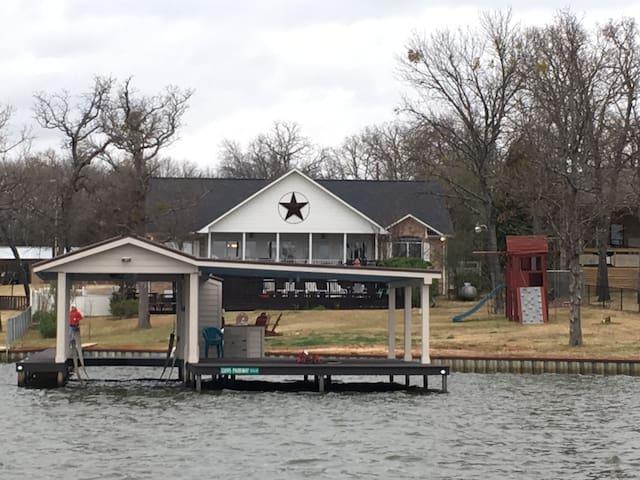 Roomy Lake House on Cedar Creek Reservoir, Texas