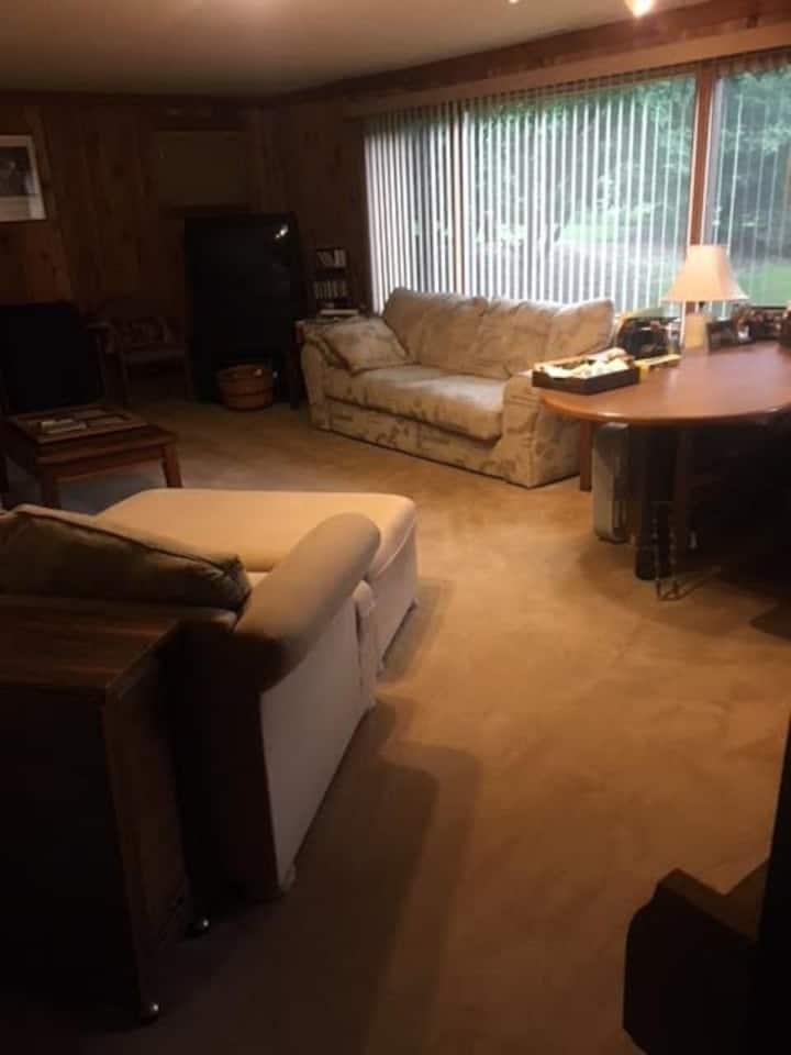 Huge 2 room suite - UV Sanitized!