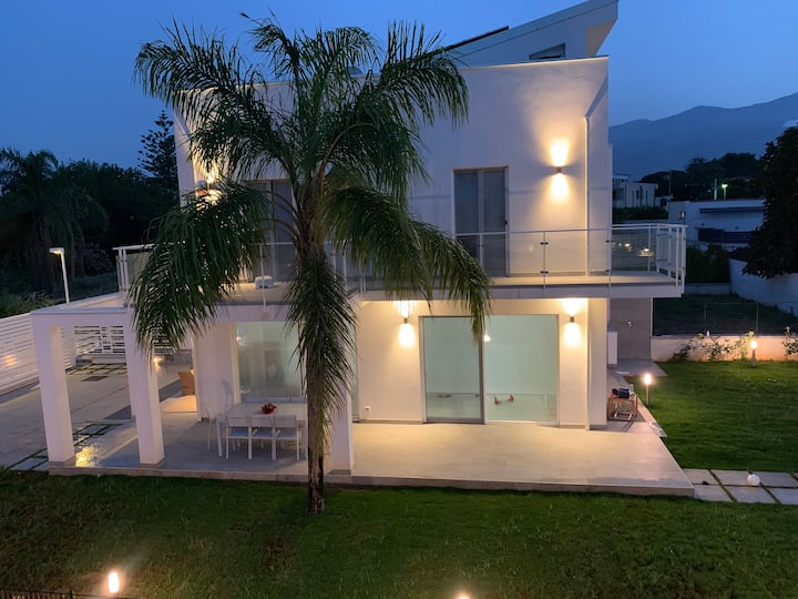 New elegant Villa EMANUELE in Mondello Beach