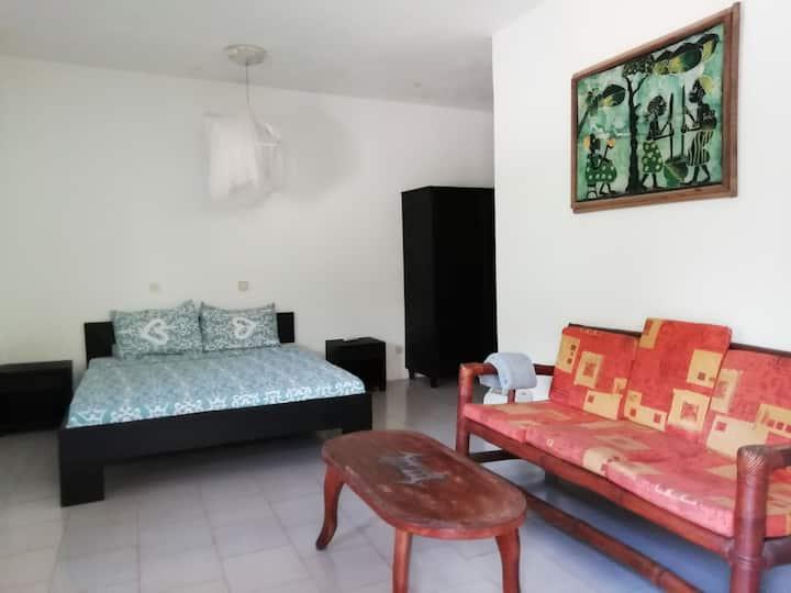 Chambre climatisée dans un espace vert agréable