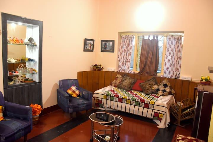 Calcutta Cottage-an ethnic heritage homestay & BnB