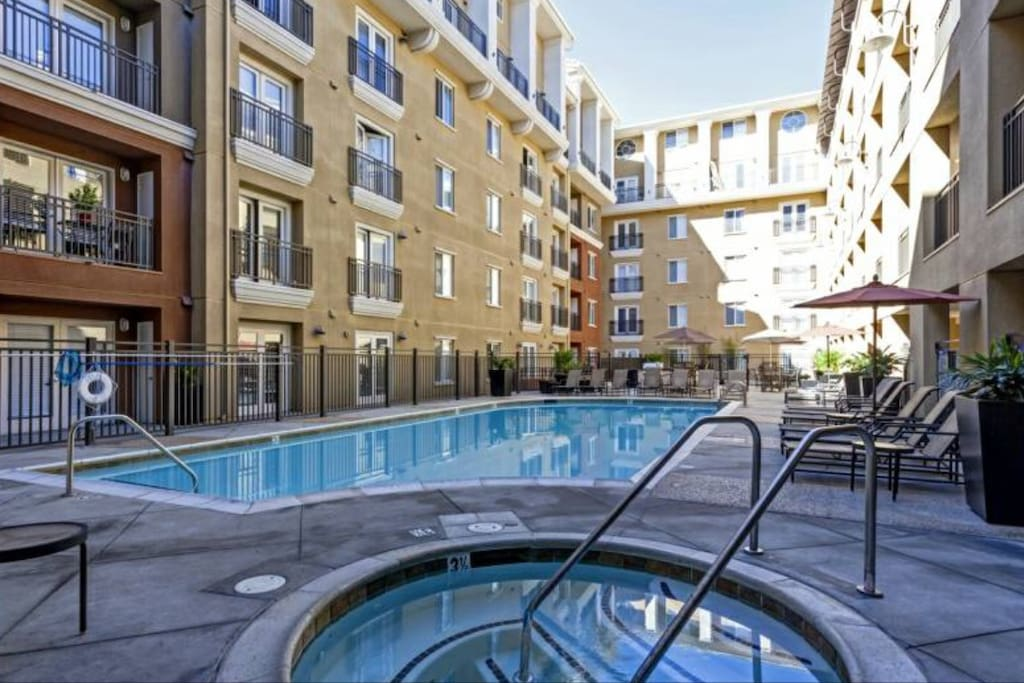 Guest Access to Hot Tub, Heated Pool & BBQ Grills in Courtyard!