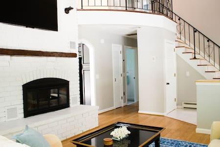 Updated Home! Right near Narragansett Beach! - South Kingstown - Casa