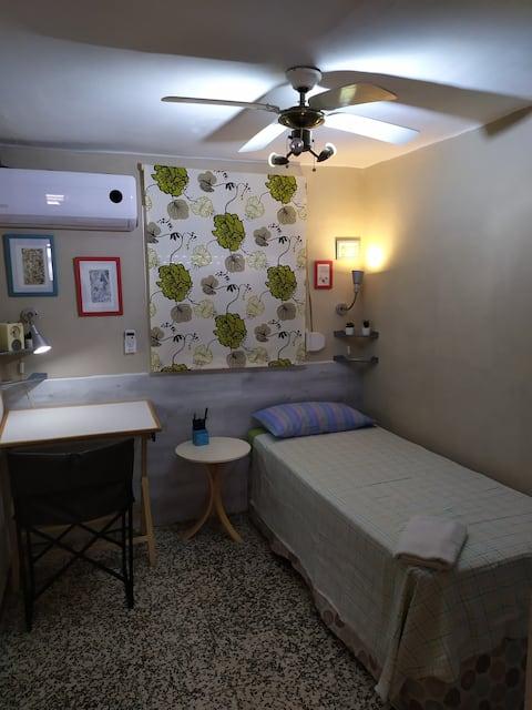 Habitacion confortable y luminosa