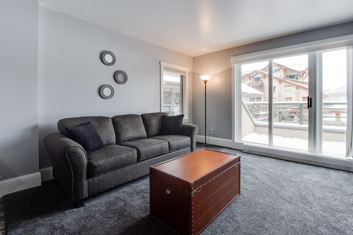 Alpine condo w/ ski-in/out & walk to slopes options in Mtn Village