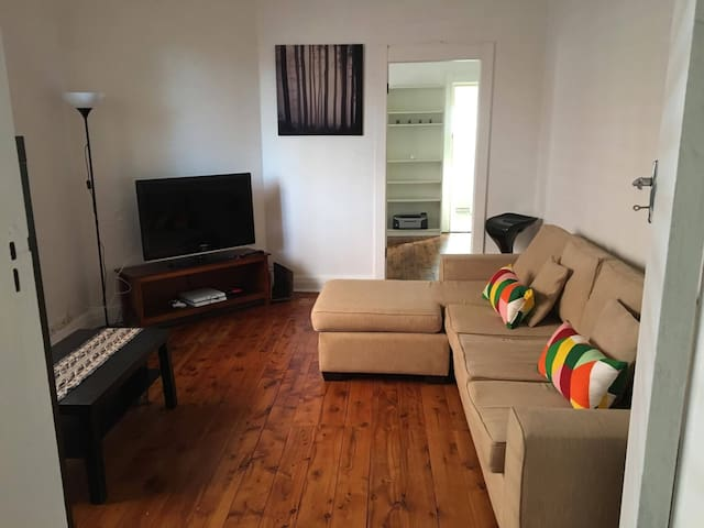 Furnished Room Near Beach & Shops In Maroubra - Maroubra - Hus