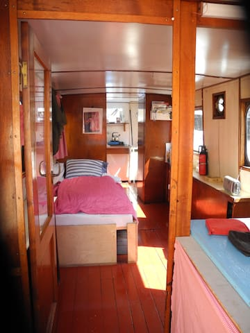 Cosy, very old boat - camping on the water