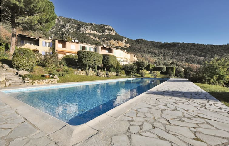 Semi-Detached with 2 bedrooms on 96m² in Tourrettes-sur-Loup