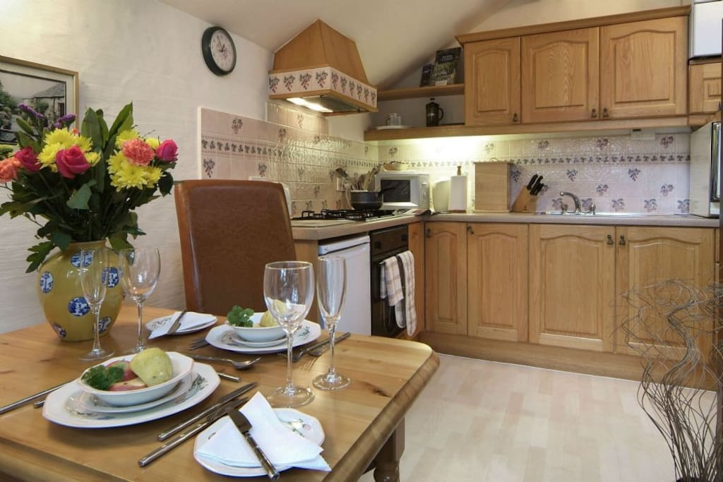 - Fully equipped oak kitchen