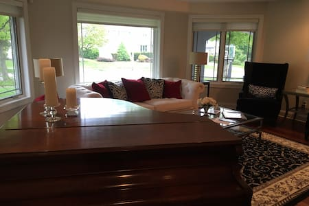 RNC private room for two in Cleveland - University Heights - House