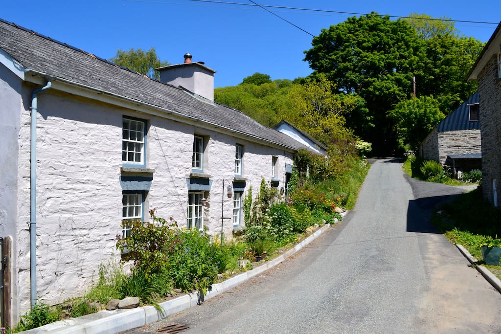 Traditional Welsh longhouse in 4 idyllic acres Houses