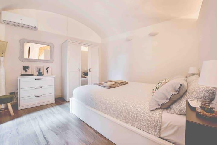 Camera da letto con materasso in memory foam e aloe vera 160x200 H. 28