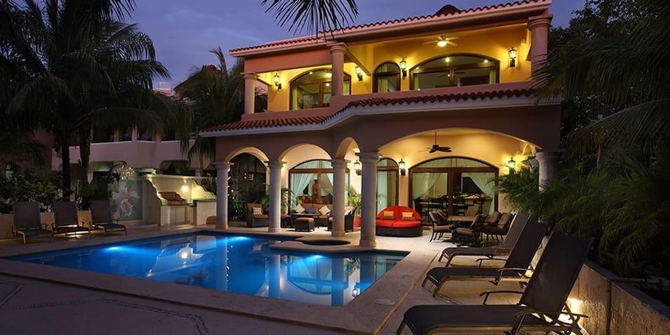 GRAND VILLA ORQUÍDEA LUXURY HOUSE! 4 ROOMS