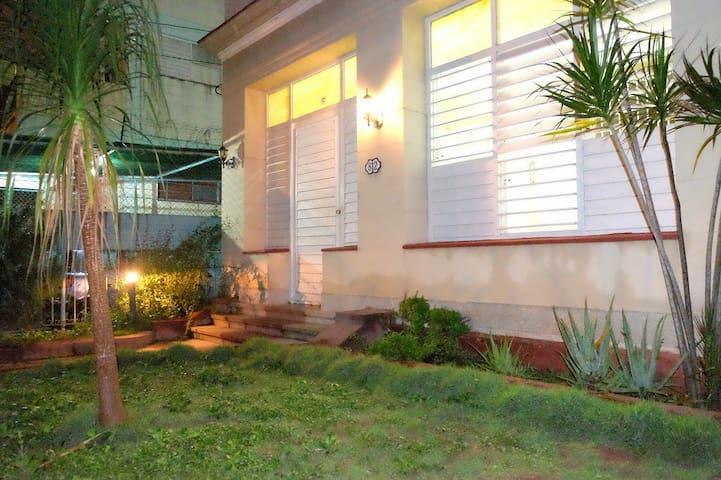 Casa Yucy, en el centro del Vedado - La Habana - Rumah