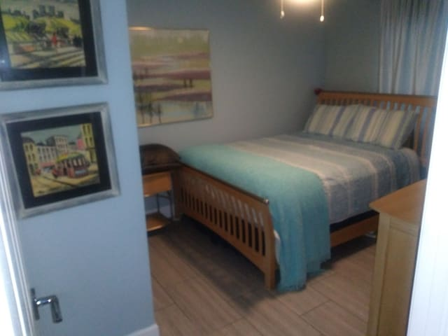 Cape Coral Room With Queen Size Bed and a Pool