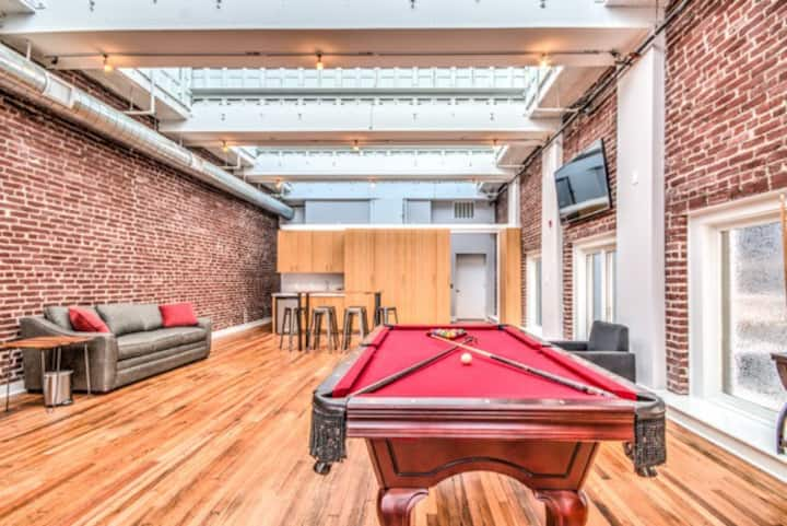 Spacious Downtown Townhouse Near Beale St.