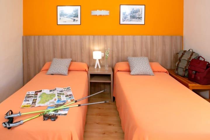 Habitación Doble Estandar ( 1 Adulto y 1 niño) - Alojamiento y Desayuno
