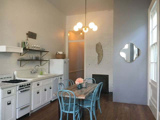 Uptown Cottage Close to Magazine & Convention Ctr