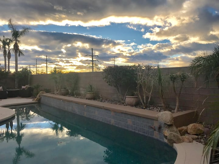 NEW Upgraded Mountain View  home with Pool + BBQ!