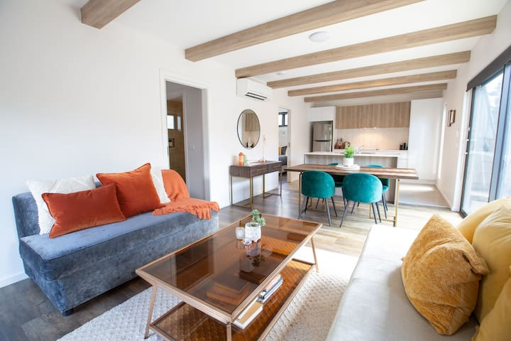 Unit 2 - apartment living in an idyllic location