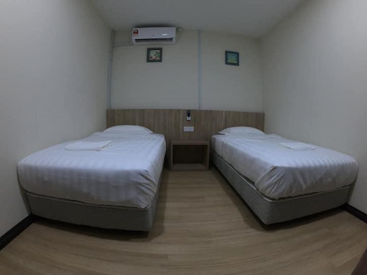 123小窝(Room 8 双床房/共用卫生间)
