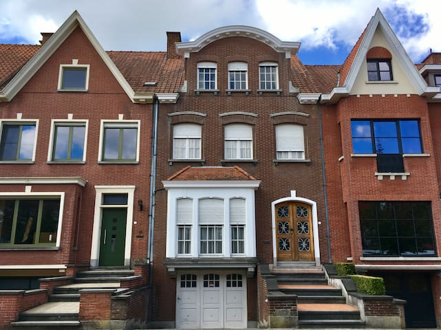 2 single bedroom in a charming house in Kortrijk