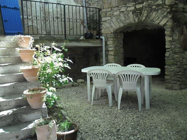 Charmante petite maison provençale - dieulefit - Casa
