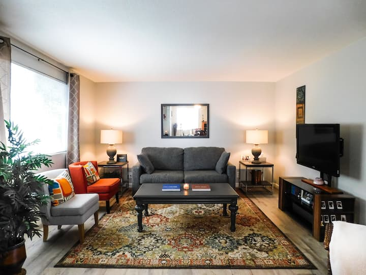 No Place Like Home, Cute Apartment in West Eugene