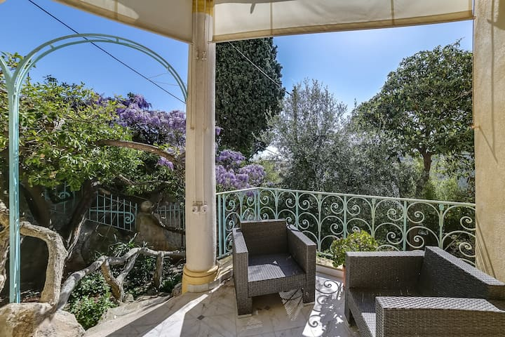 Splendide villa Belle Epoque face à la mer à Nice - Nice - House