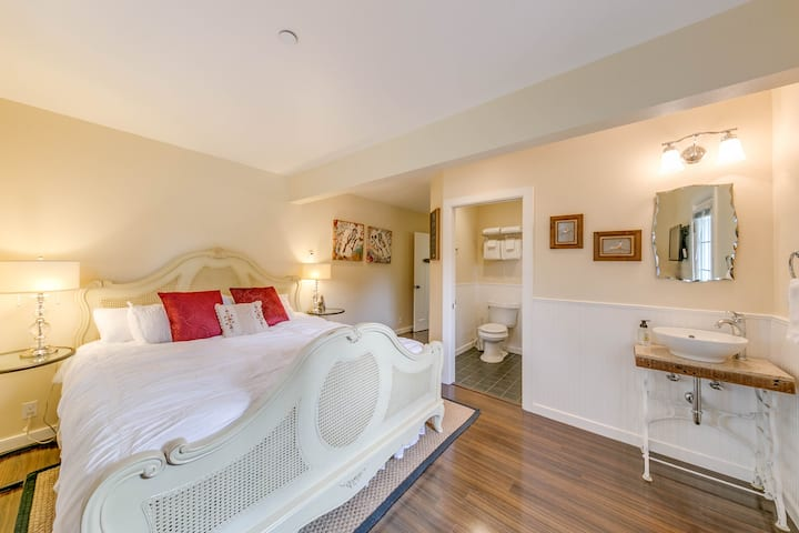 Dupont Suite in Creekside Haven