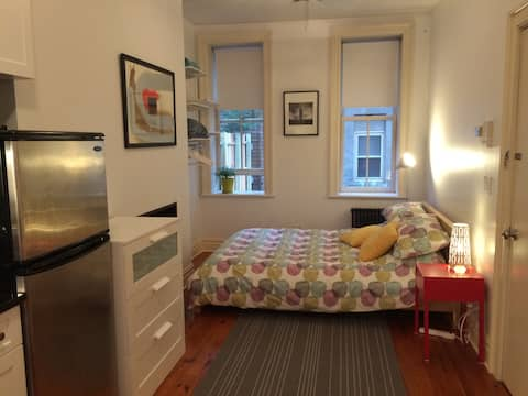 Cozy Studio Minutes to NY in Historic Neighborhood
