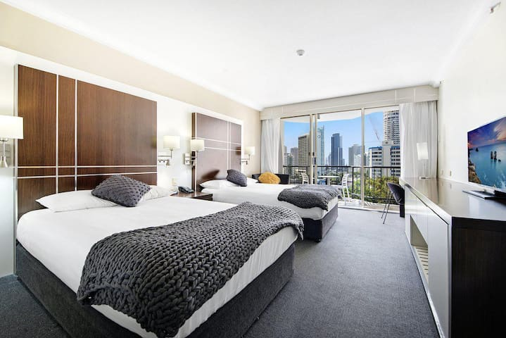 Mantra on View - In the Heart of Surfers Paradise