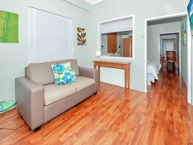 Easy Going Holiday unit next to Cairns Esplanade 4