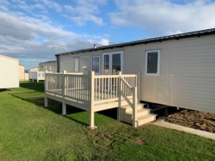 Modern spacious seaside caravan at Eyemouth