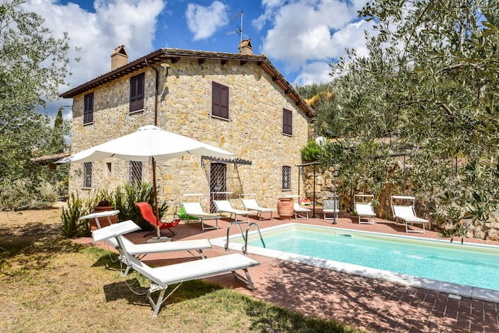 House with private pooling distance from village
