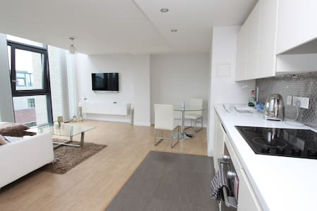 Stylish Penthouse Minutes from Temple Meads - Bristol