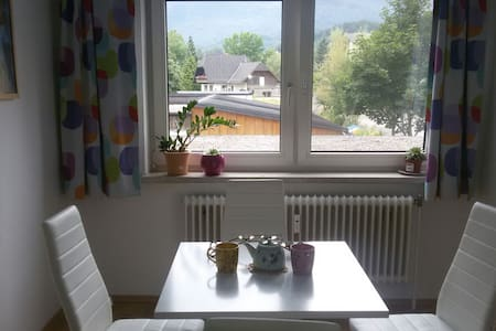 Apartment right on the lake in Altmünster - Apartament
