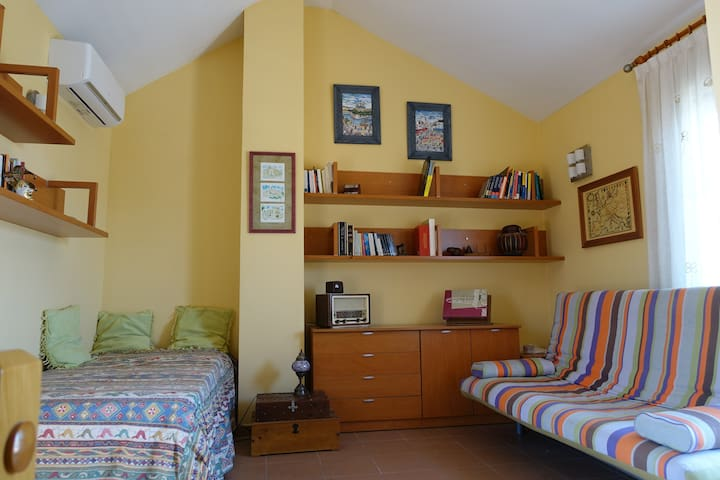 Guest room near the beach - El Grao de Castellón - Townhouse
