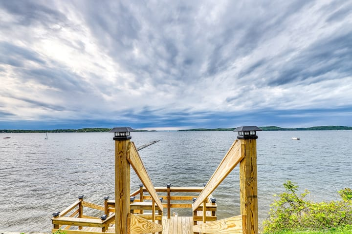 Lakefront cabin w/ beach access & 180-degree view of Lake Champlain