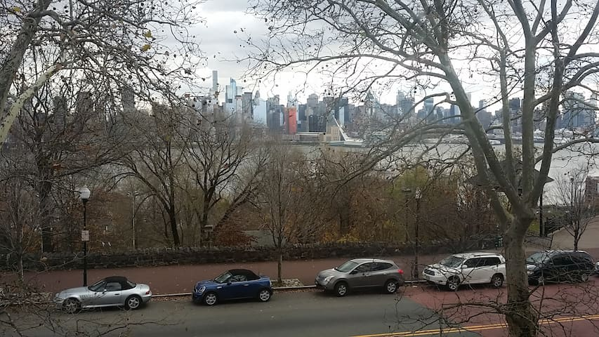 Beautiful Home with Manhattan  view - West New York - House
