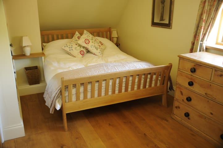 Luxury ensuite room in beautuful country cottage.