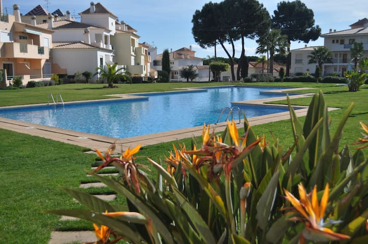 Lux Bella Garden Apartment - 5 min from the Beach