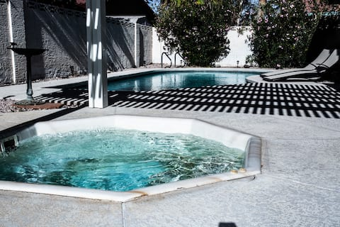 Private Pool/Spa! $6Uber-Strip $14-Airport!! 4bdr!