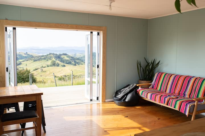 Retreat On The Hill - 10 minutes from Whitianga!