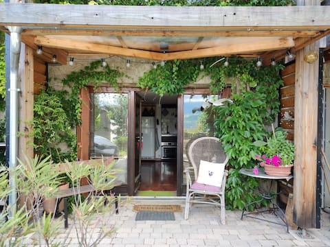 Studio with shared garden & views of Belledonne