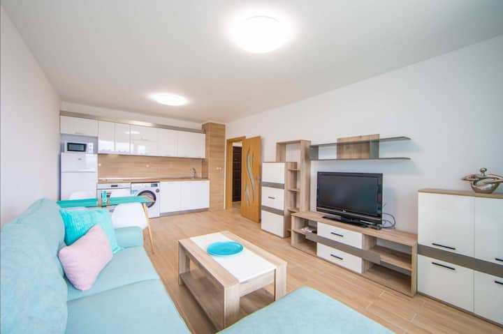 Brand new place+FREE PARKING 12 min to city center