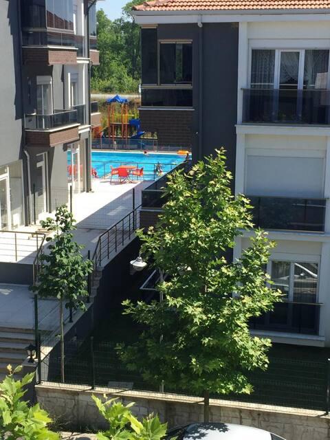 1+1 eşyalı kiralık havuzlu site